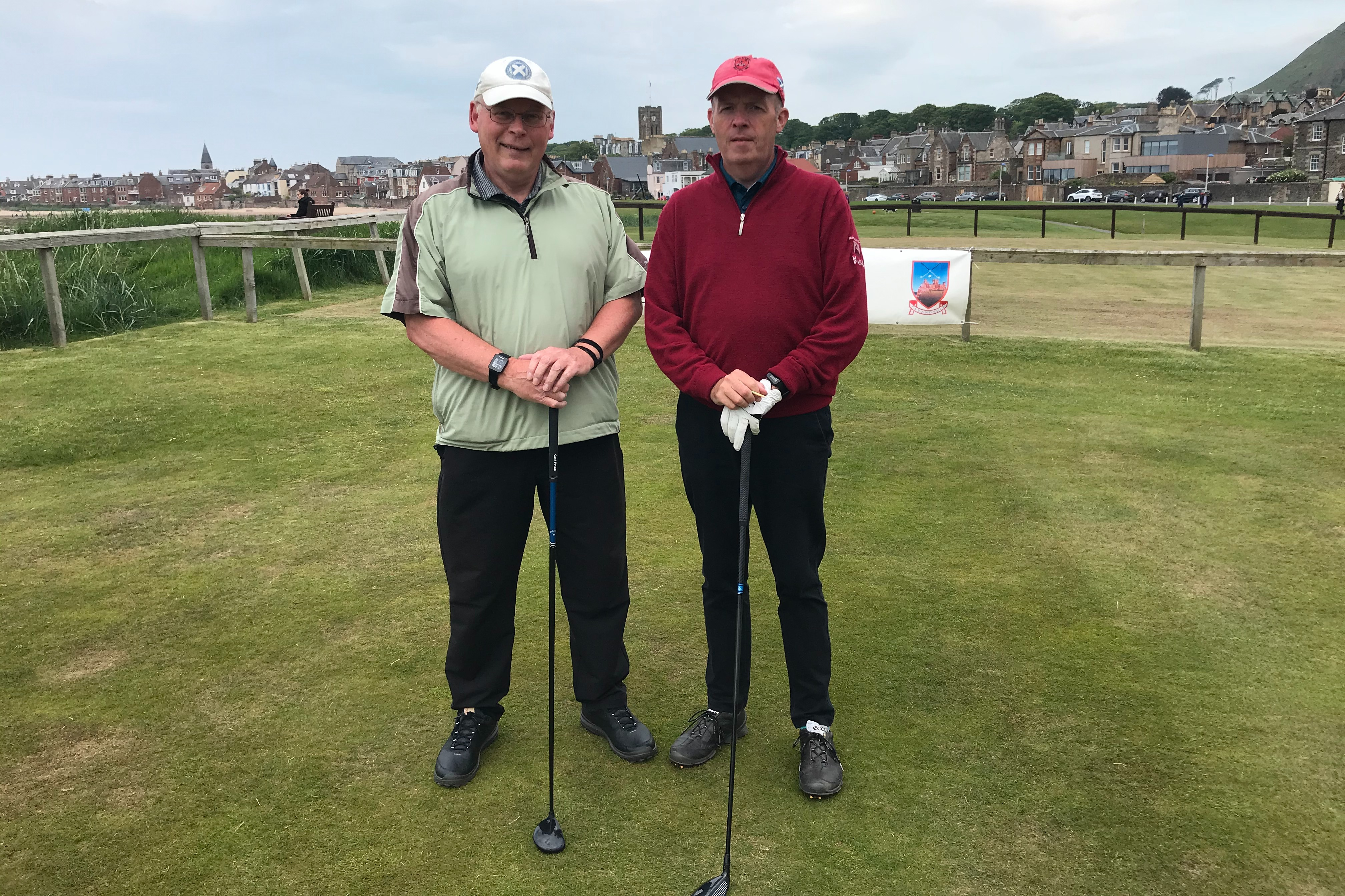Jimmy Dees (left) defeated Charles Mackinnon 1up