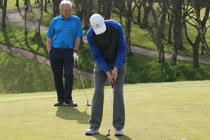Ian Ridgway (Disley GC) putting on 18
