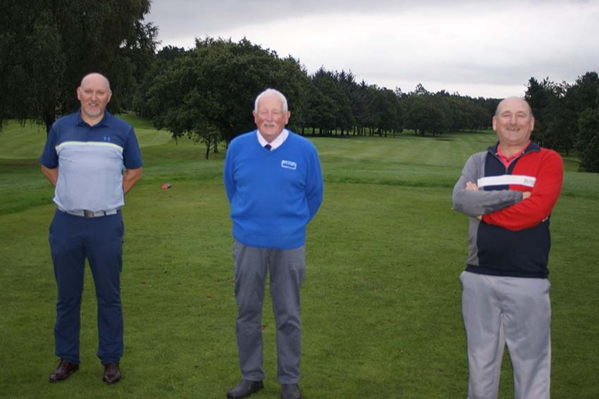 MDGA President Ian Brooks (Centre) with the competition sponsors