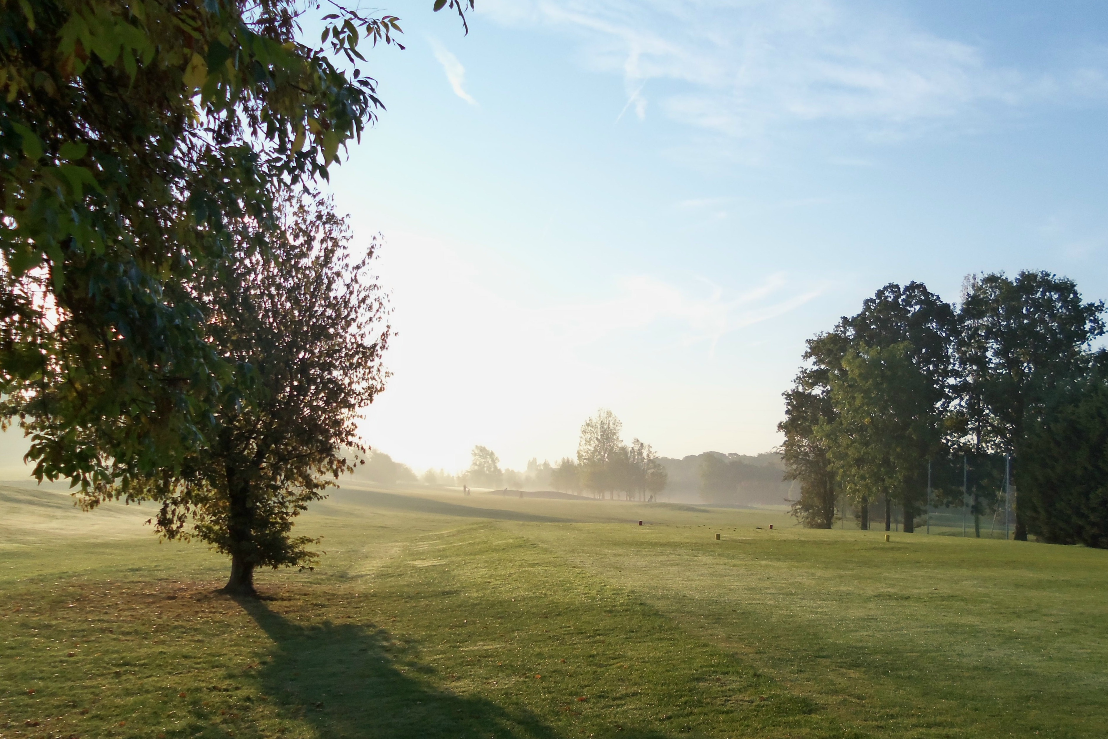 1st hole in early October mist