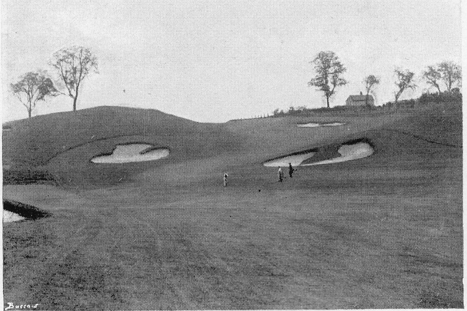 The 9th at the foot of the hill